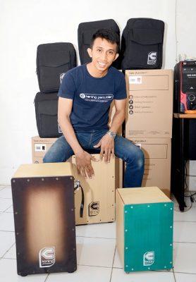 Kisah Sukses Pengusaha Muda: Pria Ini Jalankan Bisnis Beromset Puluhan Juta Rupiah