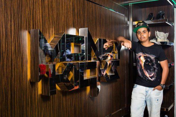 Milioner Muda Ini Kantongi Kekayaan Melalui Bisnis Fashion