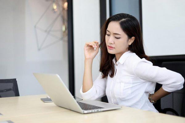Kenapa Pekerja Kantoran Cenderung Mudah Terkena Sakit Pinggang?