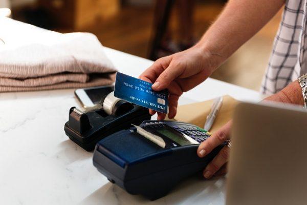 Membuat kartu kredit - unsplash.com