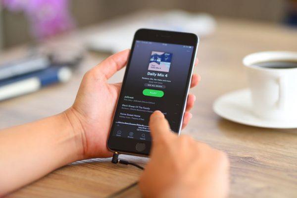 Bagaimana Cara Bisnis Streaming Musik Gratis Mendapatkan Uang?