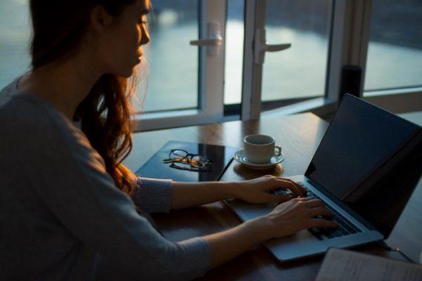 Kenapa Anda Seharusnya Memulai Bisnis Sambil Bekerja?